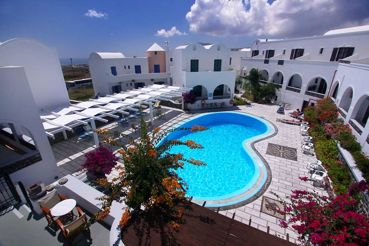 New haroula hotel santorini 2 star cheap hotel in for Hotels santorin